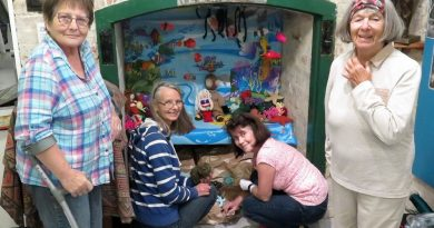 Red Hat Knitters casting off for underwater grotto